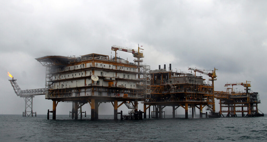 A picture shows the Iranian South Pars quarter one (SPQ1) gas platform in the Gulf near Qatar's territorial waters on January 26, 2011. AFP PHOTO/ATTA KENARE /