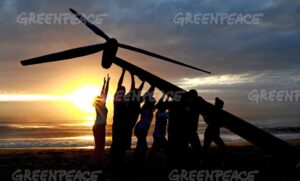 Greenpeace volunteers raise a wind turbine on the beach at dawn in Durban, South Africa, to send a message of hope for the latest round of UN climate change talks opening here on Monday. Caimpaigners say Durban must be a new dawn for the international negotiations to a gree a fair, ambitious nad legally binding treaty to avert climate chaos. They are demanding that politicians stop listening to the pollouting coroprations and listen to the people who want an end to our dependence on fossil fuels. Africa is on the front line of dangerous climate change, with millions already suffering the impacts through increased drought and extreme weather events, threatening lives abd food security. Picture: Shayne Robinson, Greenpeace